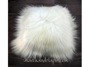 Coussin peau de mouton. Blanc poils longs