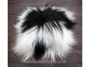 Coussin peau de mouton. Noir et Blanc poils longs