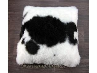 Coussin peau de mouton. Noir et Blanc poils courts