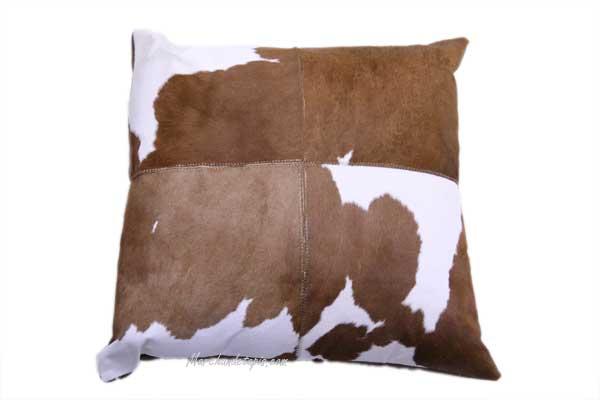 coussin peau de veau 40x40cm marron et blanc joli. Black Bedroom Furniture Sets. Home Design Ideas