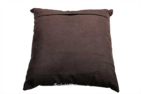 coussin peau de veau 40x40cm marron et blanc joli coussin selectionn par. Black Bedroom Furniture Sets. Home Design Ideas