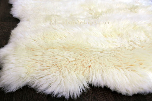 tapis peau de mouton 4 peaux blanc naturel origine uk. Black Bedroom Furniture Sets. Home Design Ideas