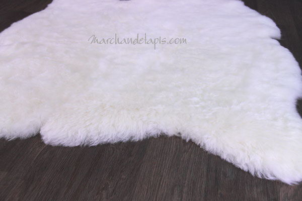 tapis peau de mouton 2 peaux blanc naturel poils. Black Bedroom Furniture Sets. Home Design Ideas