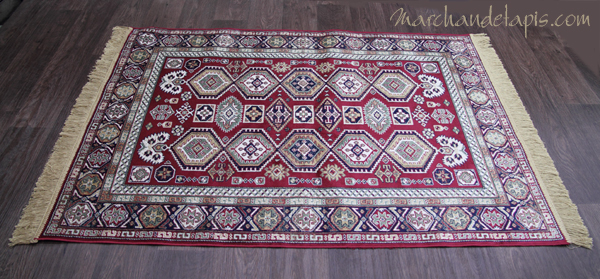 tapis kasak rouge motif 2 tr s joli tapis en viscose tapis fin avec franges de belle qualit. Black Bedroom Furniture Sets. Home Design Ideas